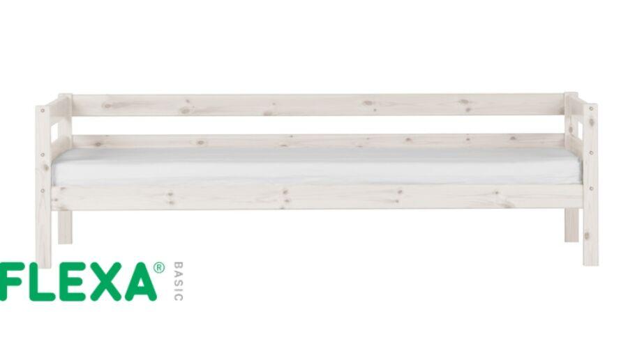 Flexa Basic  ágy, hátsó korláttal fehérre pácolt