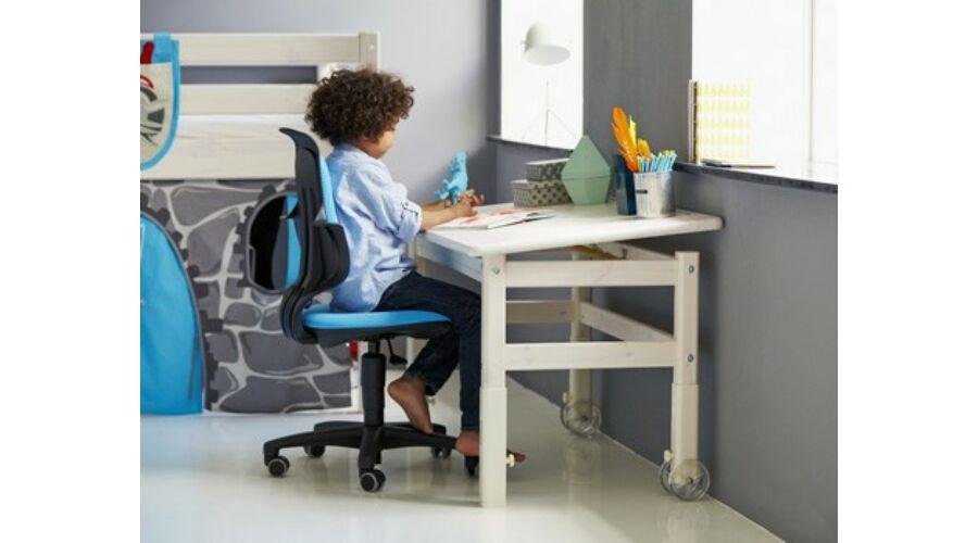 Classic 2 íróasztal. Állítható magasságú asztal, dönthető lappal, fehérre pácolt